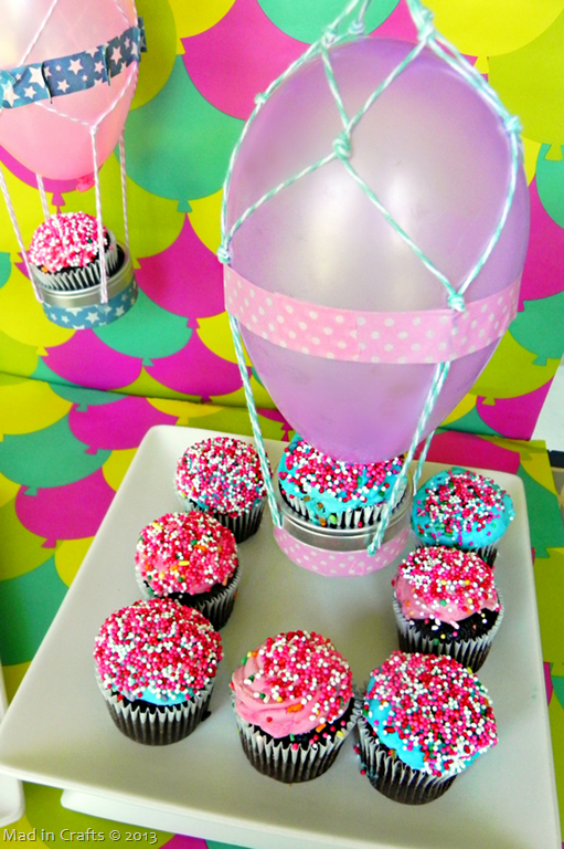 Cupcake-Holding-Hot-Air-Balloon_thum