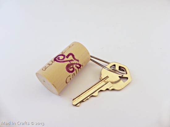 Floating-Keychain-from-Old-Cork_thum