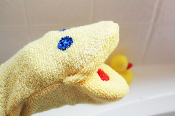 washcloth-hand-puppet-in-just-15-min-25255B2-25255D
