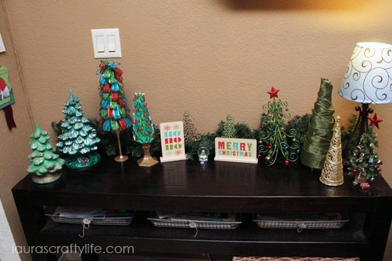 Christmas-tree-display_thumb-25255B2-25255D1