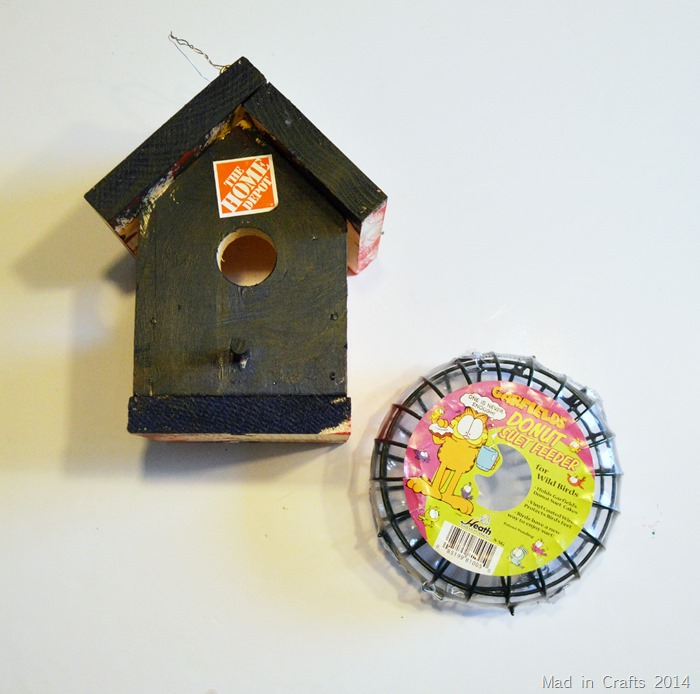 Birdhouse and Nesting Material Holder