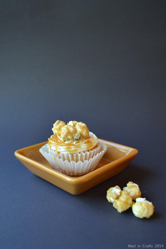 Cracker Jack Cupcake