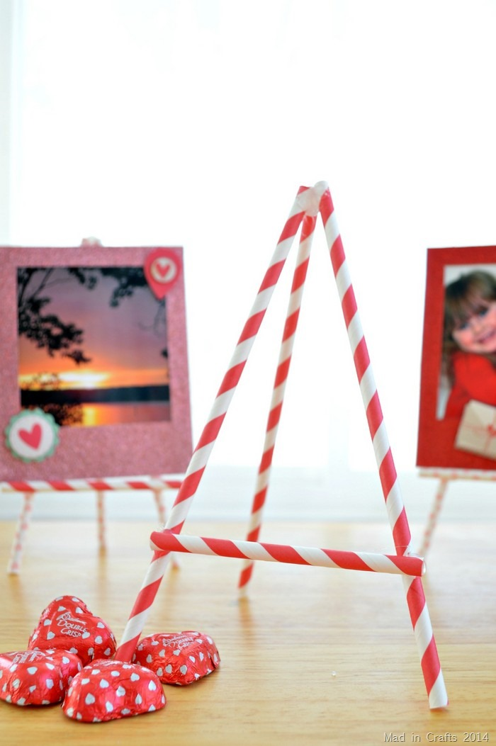 Valentine Straw Easel