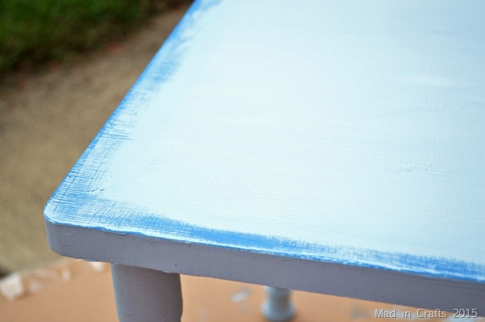 Distressing  Colors Of Paint With Wet Cloth