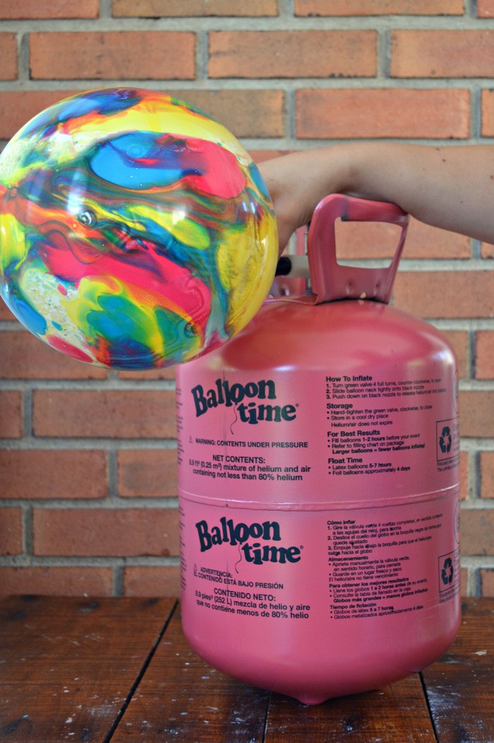 filling helium balloons