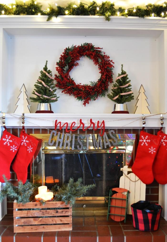 cozy christmas mantel - Cozy Christmas Decor