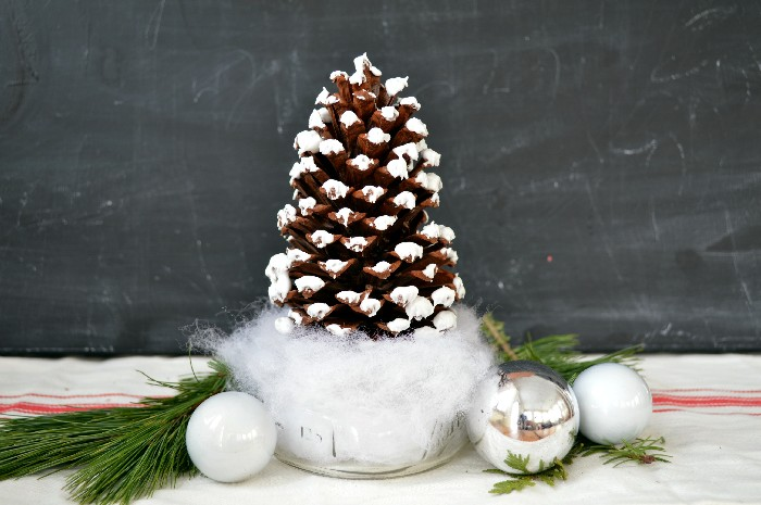 MASON JAR PINECONE TREE