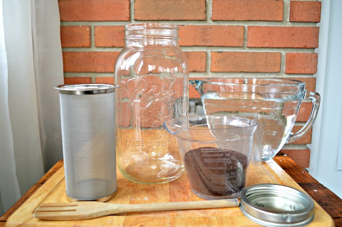 EASY HOMEMADE COLD BREW COFFEE