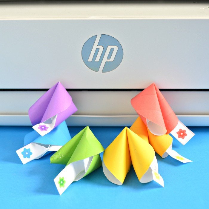 PAPER FORTUNE COOKIE NOTES