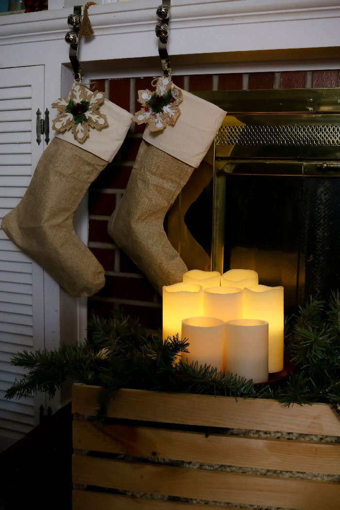 RUSTIC & NEUTRAL CHRISTMAS MANTEL