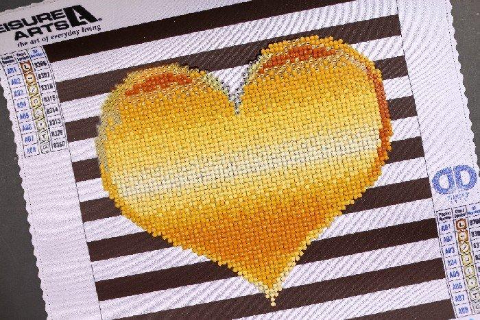 GOLD HEART – DIAMOND ART FROM LEISURE ARTS