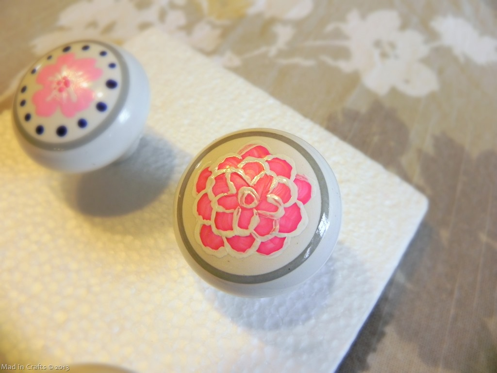 hand-painted-flower-pull_thumb