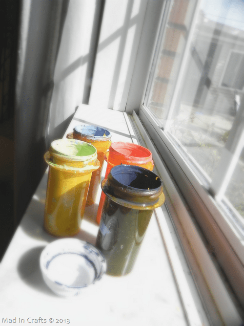 store-mixed-paints-in-pill-bottles_t