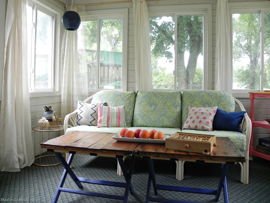 sunroom-couch_thumb1