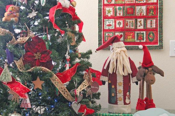 tree-and-ornaments_thumb-25255B2-25255D
