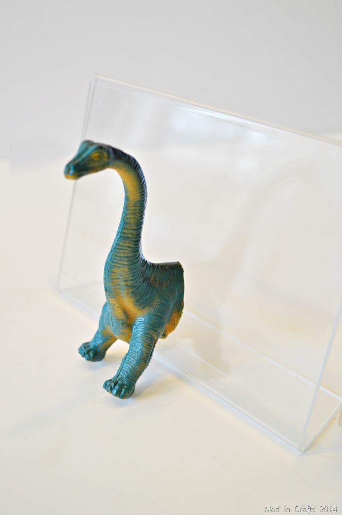 Plastic Animal Bookends match cut angle to frame