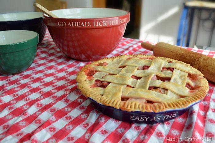 Simple Strawberry Rhubarb Pie
