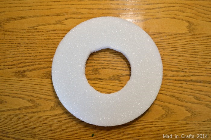 wreath form from foam disc