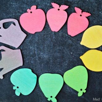COLORING WOOD TAGS WITH EGG DYE