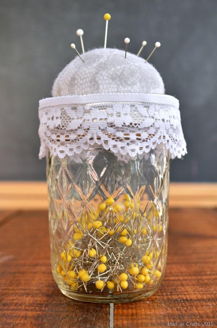 DIY Mason Jar Pincushion