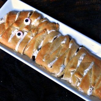 SMORES MUMMY: A SIMPLE HALLOWEEN DESSERT