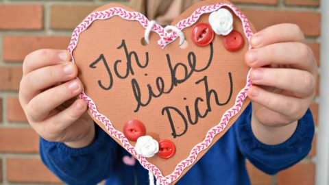 PAPER LEBKUCHENHERZEN (GERMAN GINGERBREAD HEARTS)