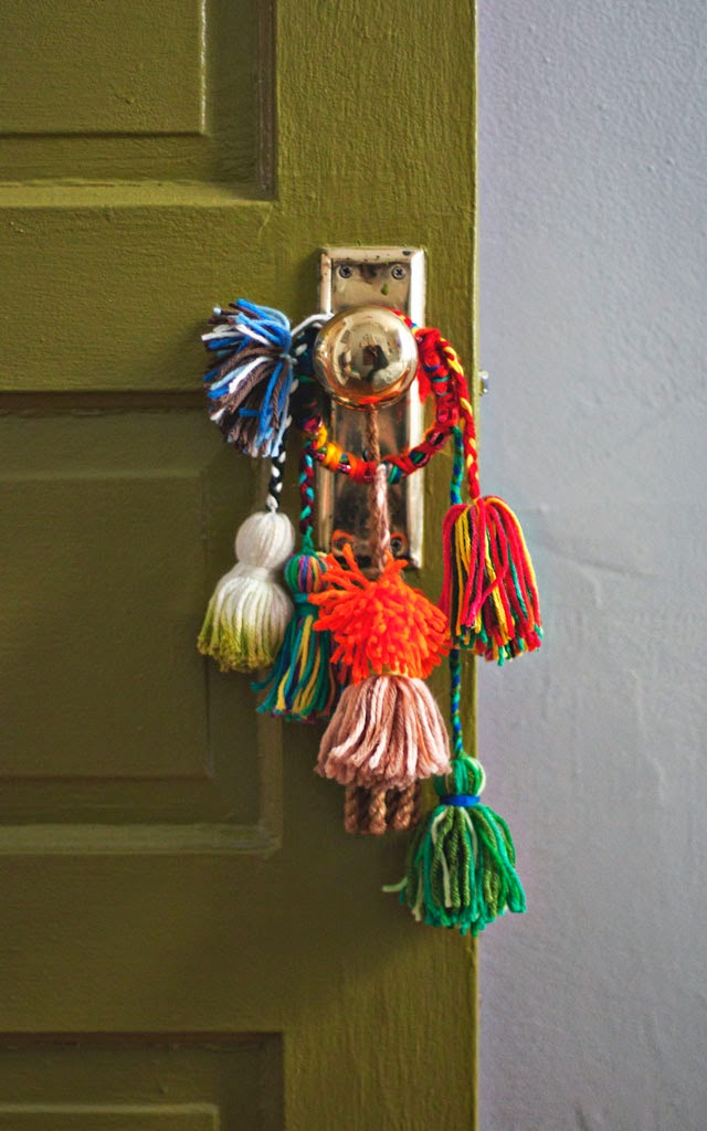 door-knob-yarn-tassel-knob-bobble-640
