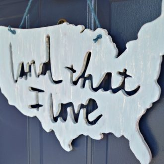 DISTRESSED WOODEN AMERICANA SIGN