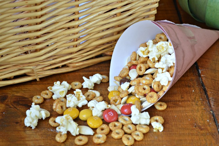 PUMPKIN & PEANUT BUTTER SNACK MIX