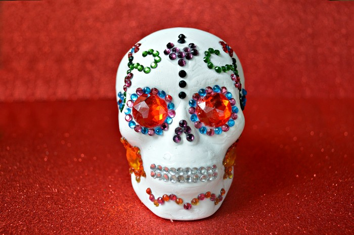 rhinestones-on-skull