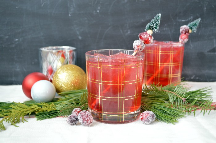 CRANBERRY AMARETTO COCKTAIL WITH AMARETTO SUGARED CRANBERRIES