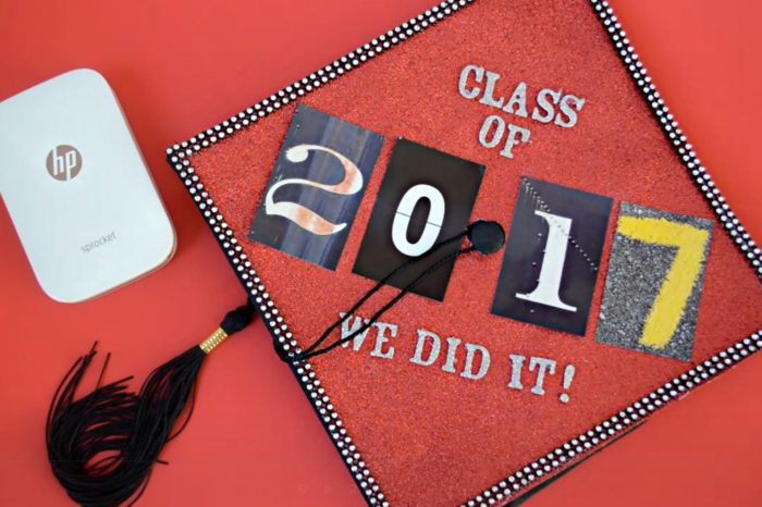 SPARKLY GRADUATION CAP DECORATION