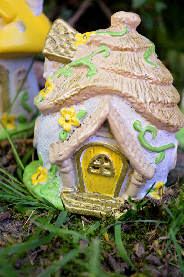 REPAINTING DOLLAR STORE FAIRY HOUSES WITH OUTDOOR PAINT