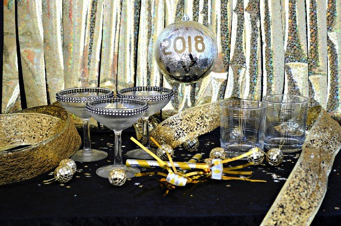 DOLLAR STORE NEW YEAR'S EVE DECORATIONS