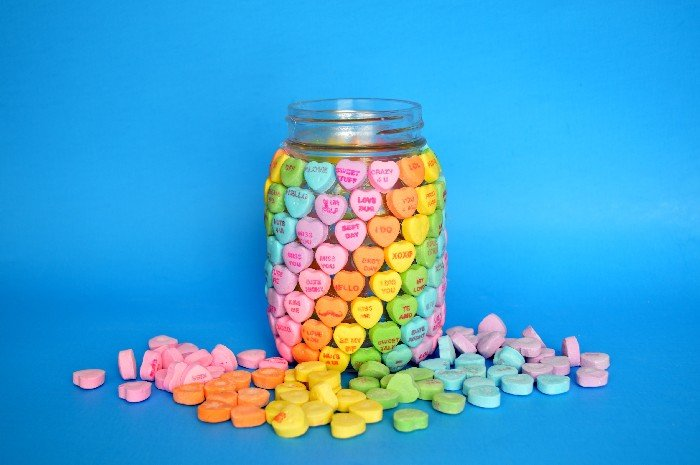 CANDY HEART MASON JAR FOR VALENTINE'S DAY