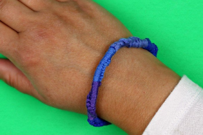 DIY BUG REPELLING BRACELETS