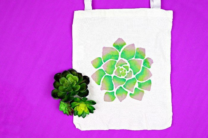 20 PRETTY & PRACTICAL DIY TOTE BAGS