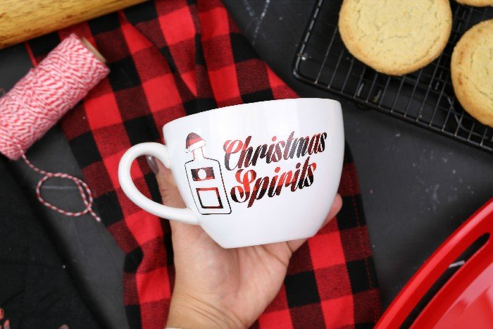 "VINYL ""CHRISTMAS SPIRITS"" MUG TUTORIAL"