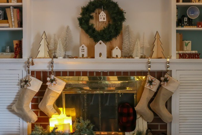 RUSTIC & NEUTRAL CHRISTMAS MANTEL