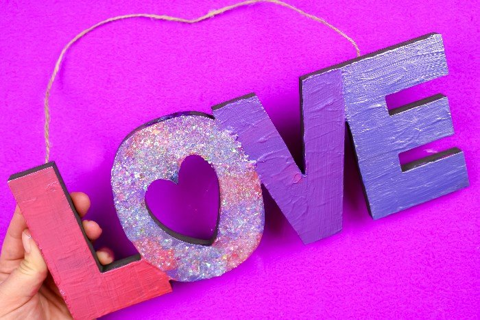 COLOR SHIFTING VALENTINE'S SIGN
