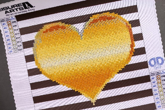 GOLD HEART – DIAMOND ART FROM LEISURE ARTS