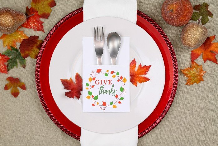 THANKSGIVING UTENSIL HOLDERS – FREE PRINTABLE