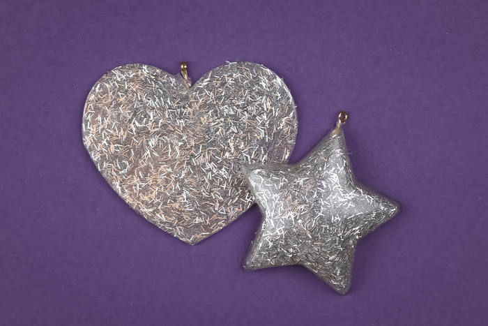 GLITTERY RESIN ORNAMENTS