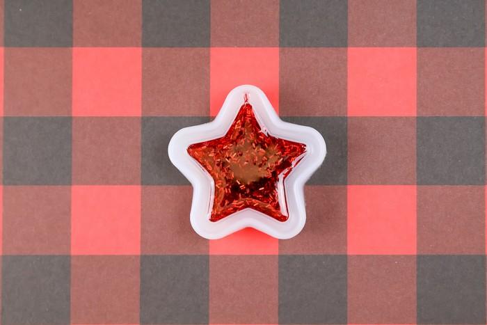 DIY GLITTERY STAR ORNAMENTS